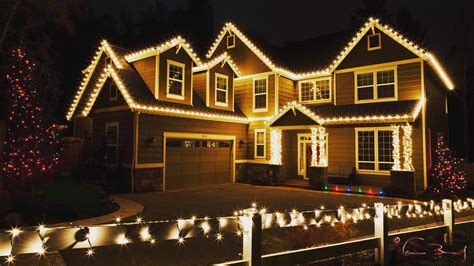 people who put up christmas lights cost to have someone put up christmas lights