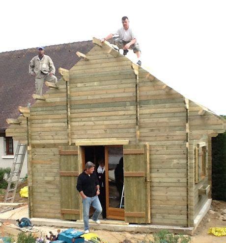 abri de jardin sur mesure l 233 quipe maisonelle sur le toit d un abri de jardin sur mesure nos chantiers de montage d