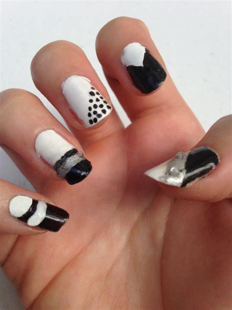 black  white geometric nails style  grace