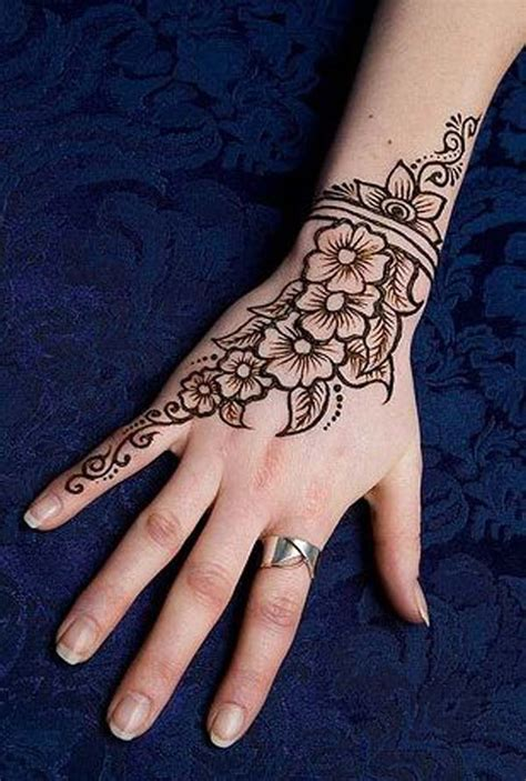 50 Beautiful Mehndi Designs And Patterns To Try! Random