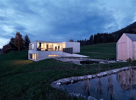 Moderne Häuser Mit Satteldach Am Hang by Architektenh 228 User Betonhaus Am Hang Sch 214 Ner Wohnen