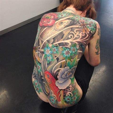 tatouage de femme tatouage carpe koi japonais sur dos