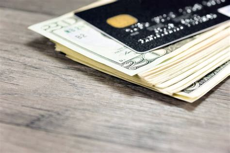 Every credit card company varies, but on average a minimum payment is between 3 and 5 % of the balance due. Hazards of Paying the Minimum Payment on Your Credit Card