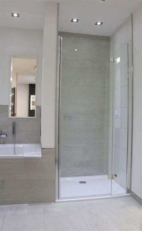 auf fliesen fliesen die besten 25 dusche fliesen ideen auf duschnische dusche im masterbad und moderne
