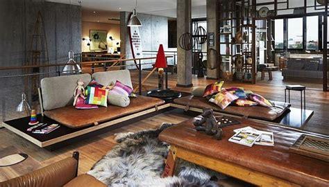 Home Decor Hours :  A Shipping Warehouse-like Hotel