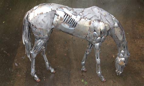 artist transforms scrap metal  incredible lifelike