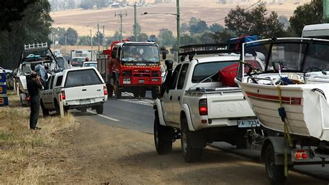 nation  high alert  bushfires spread   states