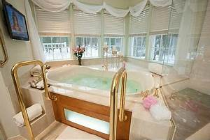 Hotel rooms with jacuzzir suites hot tubs excellent for Honeymoon suites in atlanta georgia