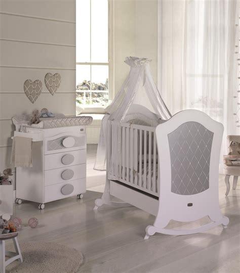 lit bébé chambre parents chambre bb lit et commode de micuna chambre bb lit