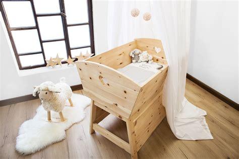 baby wiege holz zirbenholz baby wiege zirben kinderzimmerm 246 bel die holzartikel manufaktur shop