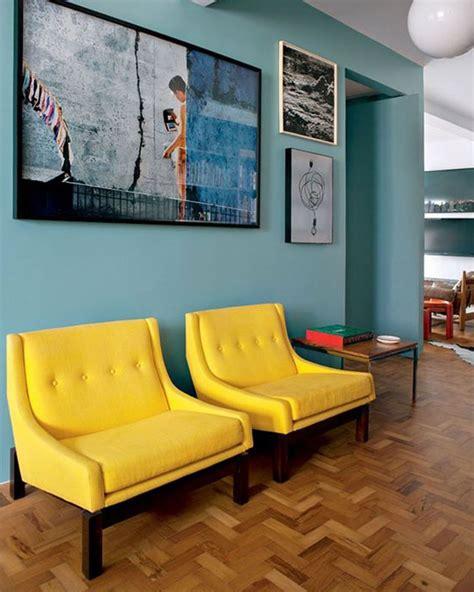 canapé style togo fauteuil jaune la couleur intemporelle et tendance