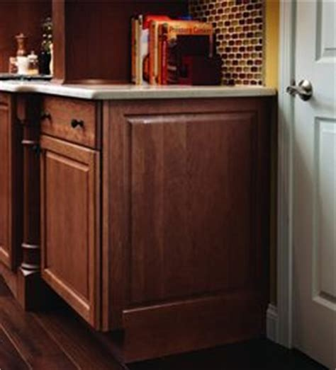 Molding and Accent Details   Integrated Base End Panel