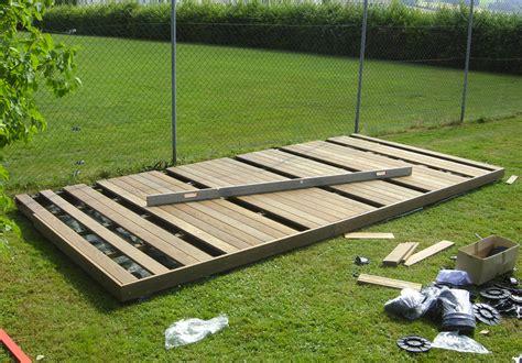 Holzterrasse Auf Rasen by Holzterrasse Auf Rasen Selber Bauen Holzterrasse Aus