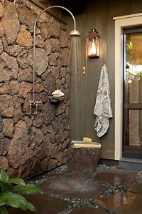 Beautiful Outdoor Showers That Will Make You Want to Go