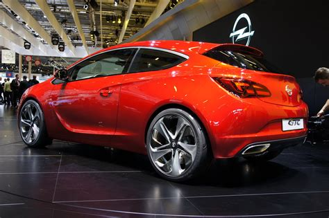 Opel Astra Gtc by New Opel Astra Gtc Sport Hatch Appears On