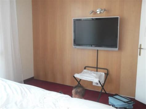 tv chambre literie suite picture of clarion suites senart sud