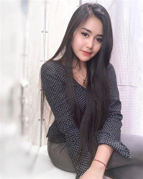 Image may contain: 1 person Rambut panjang indah Gadis