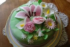 Décoration De Gateau : gateau anniversaire creme pistache decor pate a sucre sylgote aux fraises ~ Melissatoandfro.com Idées de Décoration