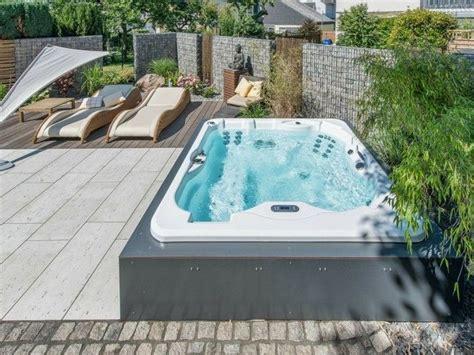 Whirlpool Garten Größe by Whirlpool Im Garten Hause Outdoor Tub Patio A