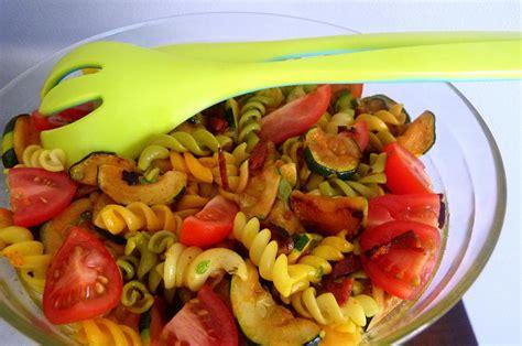 assaisonnement salade de pates ma salade de p 226 tes poulet tomates f 233 ta et chorizo