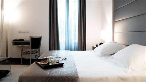 hotel style bedside ls 23 modern bedroom designs