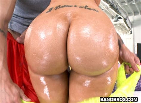 Kelly Divine Gets Fucked In Her Big Ass Pawg