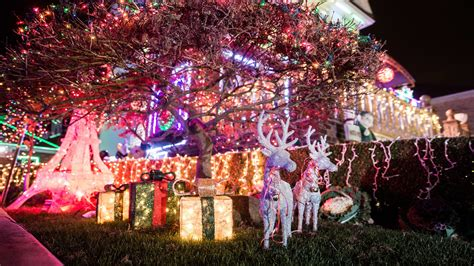 christmas lights tour brooklyn ny dyker heights christmas lights 2017 guide and how to get there