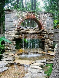 Steinmauer Mit Wasserfall : steinmauer im garten gestalten kreative au enarchitektur ~ Markanthonyermac.com Haus und Dekorationen