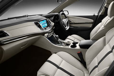 holden vf commodore   sophisticated interior