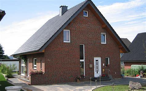 Einfamilienhaus Das Ulmenhaus Sanierung Und Holzrahmenbau by Referenzen Holzrahmenbau Holzst 228 Nderbau Und Skelettbau