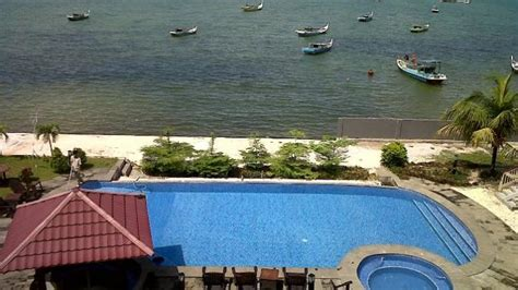 wow indahnya view pantai  kamar hotel  belitung