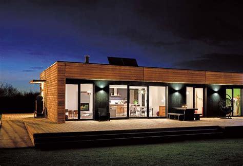 maison en panneaux de bois les maisons en bois fabricant de portes d entr 233 e d ouvrants monobloc et de panneaux