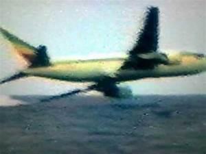 Ethiopia Flight 961 crashes In To The Sea - YouTube