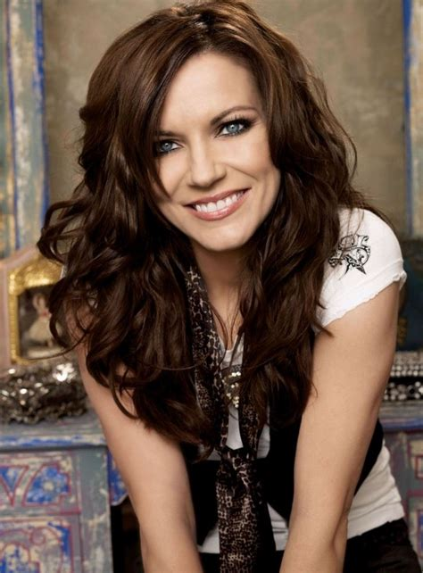 celebrity long thick wavy hairstyle martina mcbride