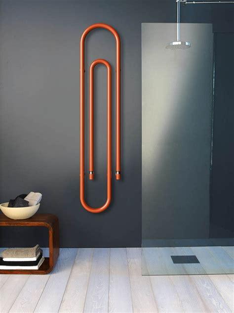 salle de bain dans chambre à coucher radiateur design et sèche serviette pour la salle de bain