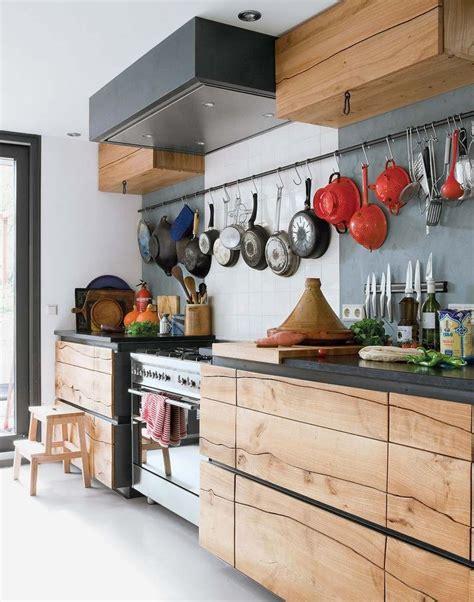 cuisine en bois brut cuisine aménagée en bois brut cuisine idées de