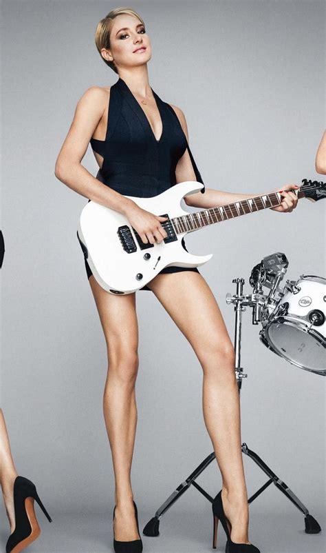 pop minute shailene woodley legs guitar gq  photo