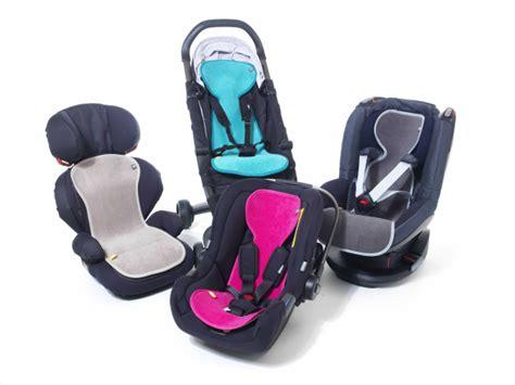 siege auto et poussette au sec halte au bébé qui transpire en siège auto ou en