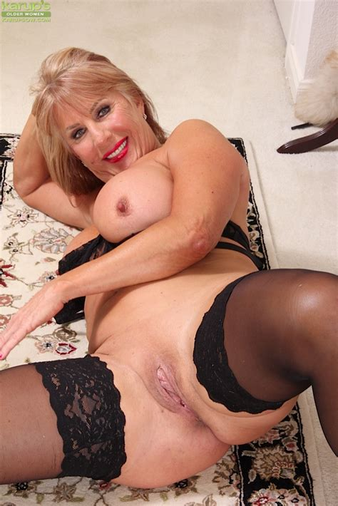 blonde mature lady rae hart masturbating in high heels and lingerie