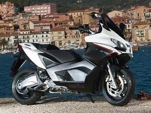 Scooter Aprilia 850 : essai aprilia 850 srv moto magazine leader de l actualit de la moto et du motard ~ Medecine-chirurgie-esthetiques.com Avis de Voitures