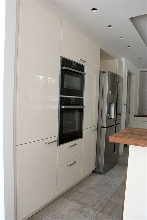 Küche In Weiß Mit Echtholzarbeitsplatte