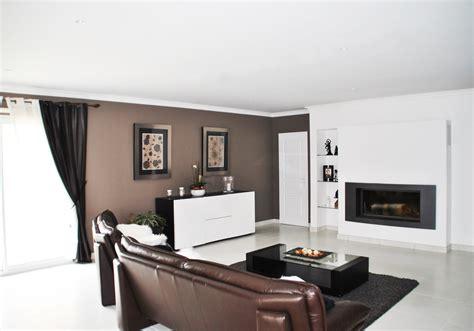cuisine blanche mur aubergine decoration cuisine couleur taupe