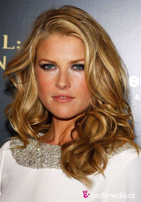 Actresses Hair Color by Beautiful Actresses In Their 50s And