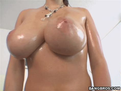 Gianna Michaels Shakes Her Oily Tits Nsfw Gifs Sorted