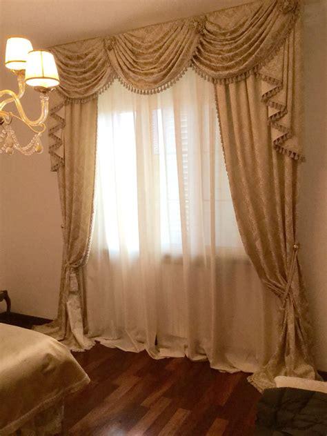tende con mantovana tendaggio classico con mantovana a drappeggi casabella