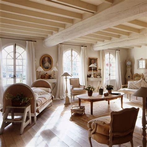intérieur et canapé décoration maison de cagne un mélange de styles chic