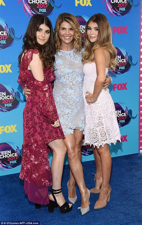 Teen Choice Awards: Lori Loughlin shows off her daughters ...