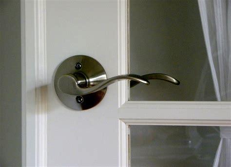 replacing  door knobs door knobs