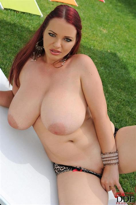 Joanna Bliss Reveals Her Amazing Tits In The Park