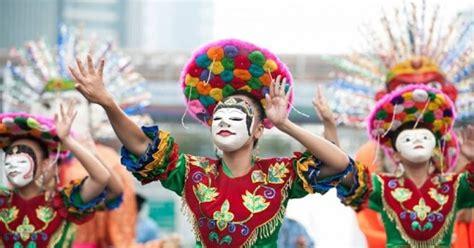 Musik tradisional merupakan proses untuk memenuhi kebutuhan masyarakat. Blog Budaya Indonesia: Tari Topeng Betawi : Tari Tradisional Betawi Yang Menggabungkan Unsur ...